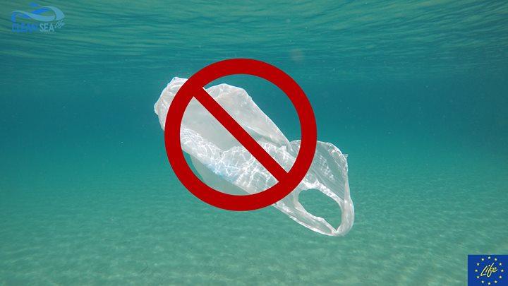 quanto vive un sacchetto in mare?